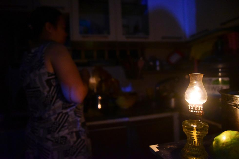 Cư dân Carina sống trong cảnh đèn dầu - Ảnh 8.