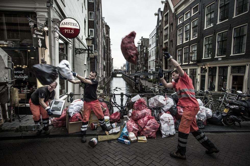 Đường đi của rác qua phóng sự ảnh đoạt giải World Press Photo 2018 - Ảnh 4.