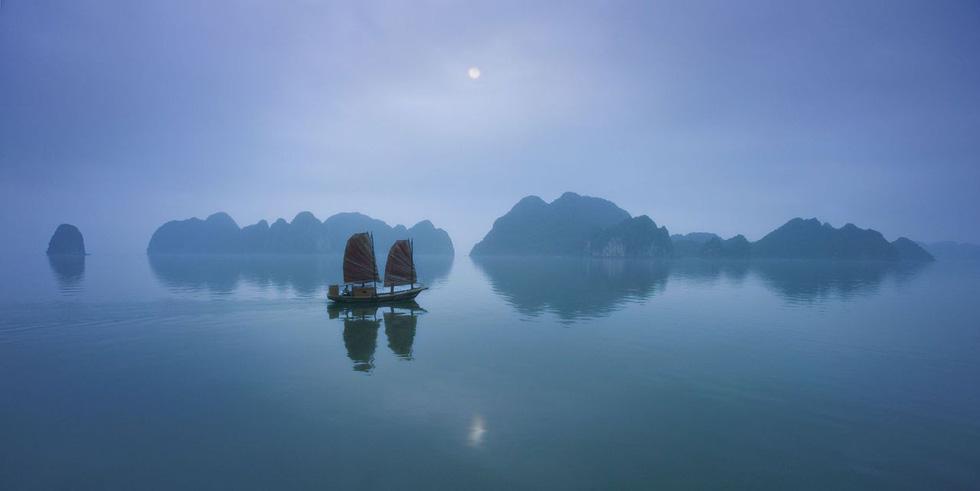 Ngắm Vịnh Hạ Long đẹp từ sáng tới chiều - Ảnh 8.