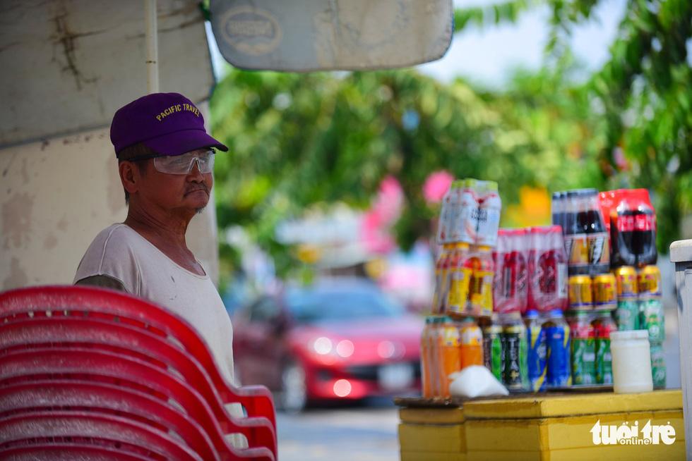 Nhọc nhằn mưu sinh dưới trời nắng như đổ lửa của Sài Gòn