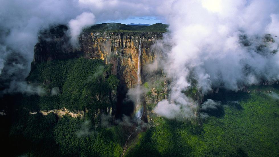 Hòn đảo trên trời kỳ ảo ở Venezuela - Ảnh 4.