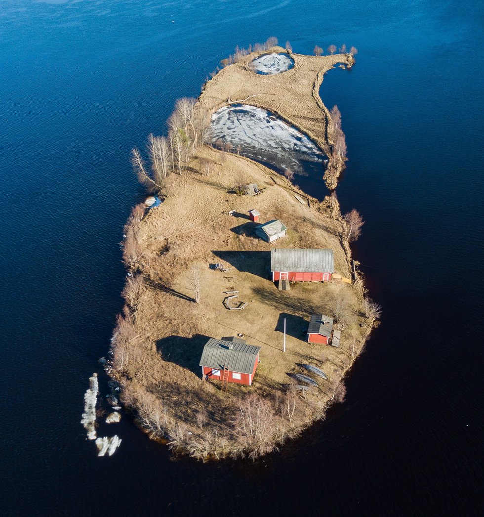 Đảo 'bốn mùa' Phần Lan đẹp mê hồn nhìn từ trên cao - Ảnh 1.