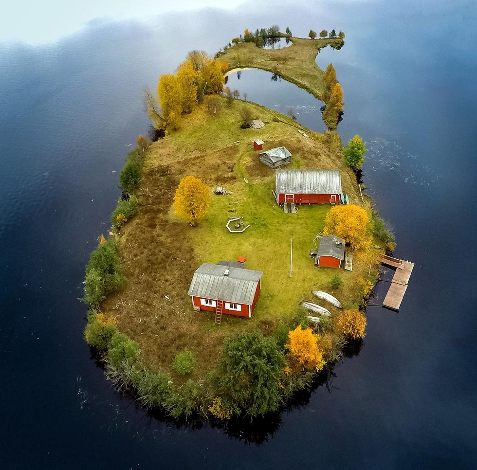 Đảo 'bốn mùa' Phần Lan đẹp mê hồn nhìn từ trên cao - Ảnh 3.