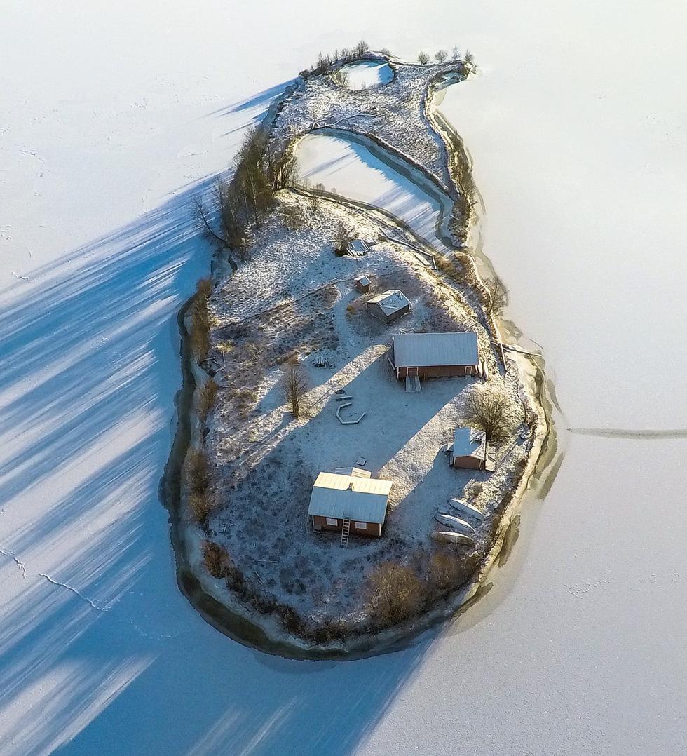 Đảo 'bốn mùa' Phần Lan đẹp mê hồn nhìn từ trên cao - Ảnh 4.
