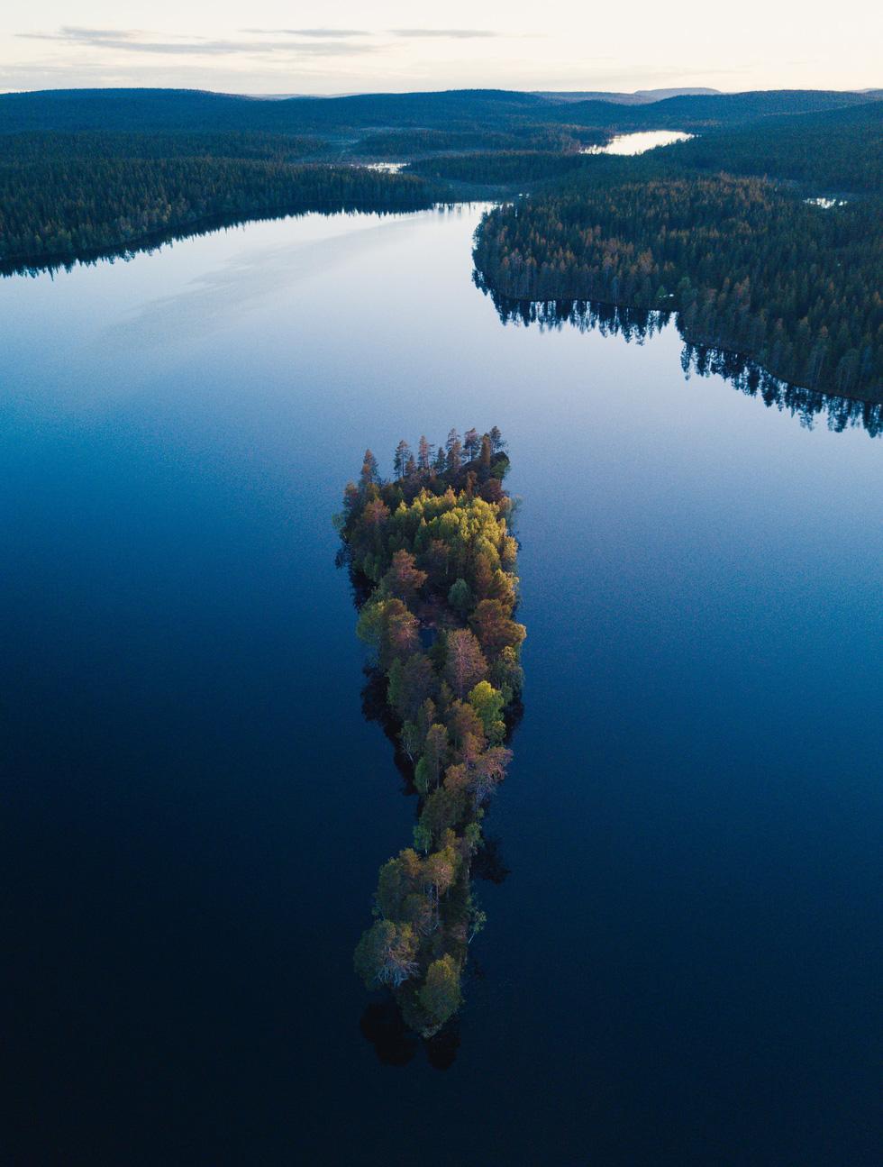 Đảo 'bốn mùa' Phần Lan đẹp mê hồn nhìn từ trên cao - Ảnh 8.