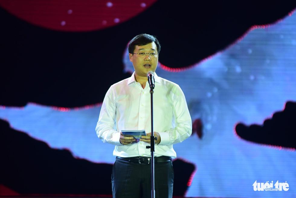 Đông Nhi, Hà Anh Tuấn, Vũ Cát Tường bùng nổ phố đi bộ đêm hòa bình - Ảnh 28.