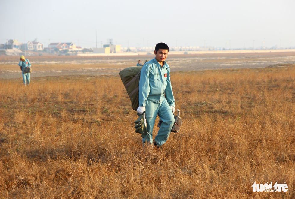 Xem học viên phi công nhảy dù - Ảnh 9.