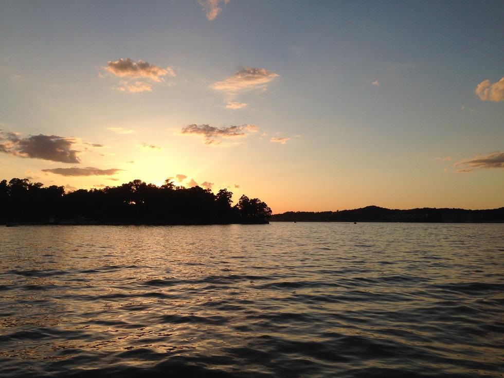 Khám phá sông hồ nước Mỹ - Ảnh 12.