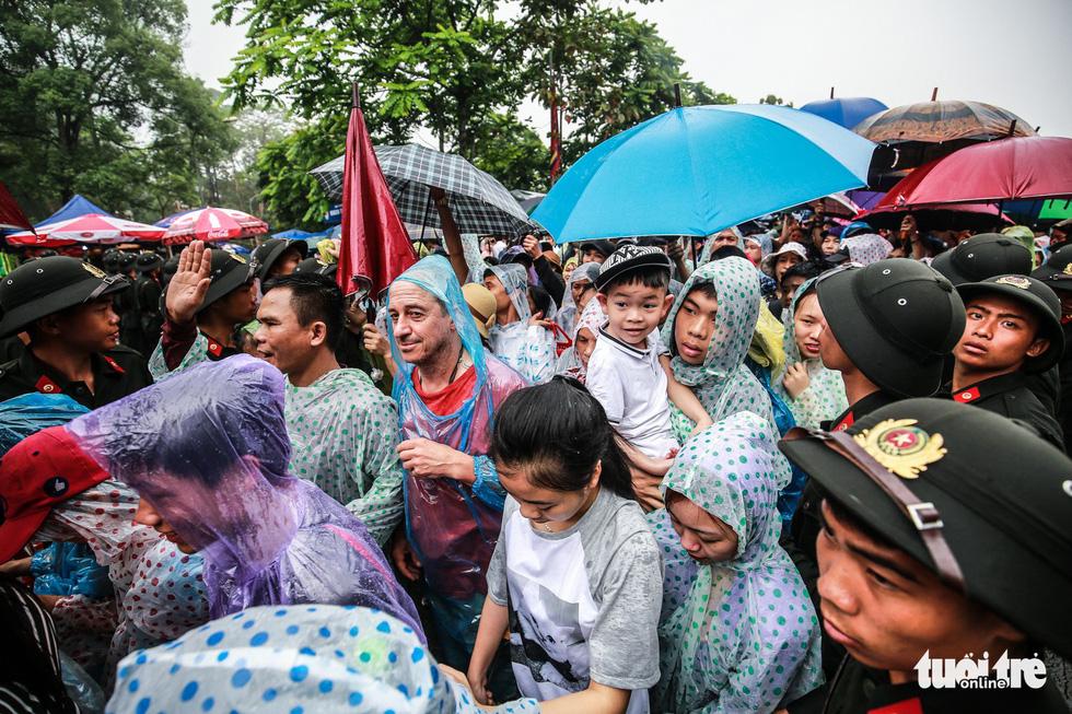 Thủ tướng cùng hàng vạn người dân dâng hương giỗ Tổ tại đền Hùng - Ảnh 11.
