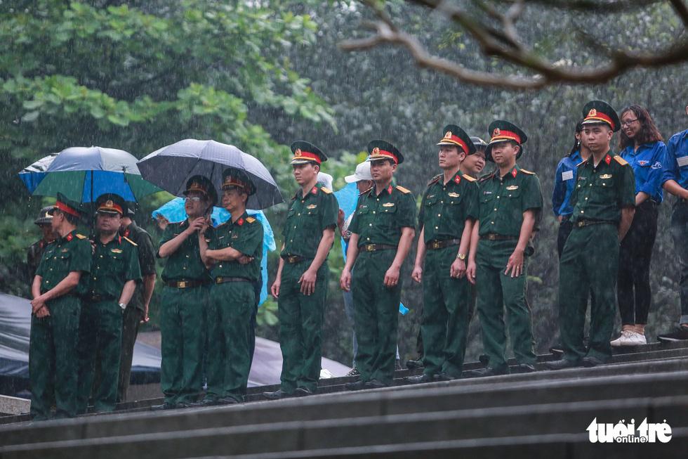 Thủ tướng cùng hàng vạn người dân dâng hương giỗ Tổ tại đền Hùng - Ảnh 16.