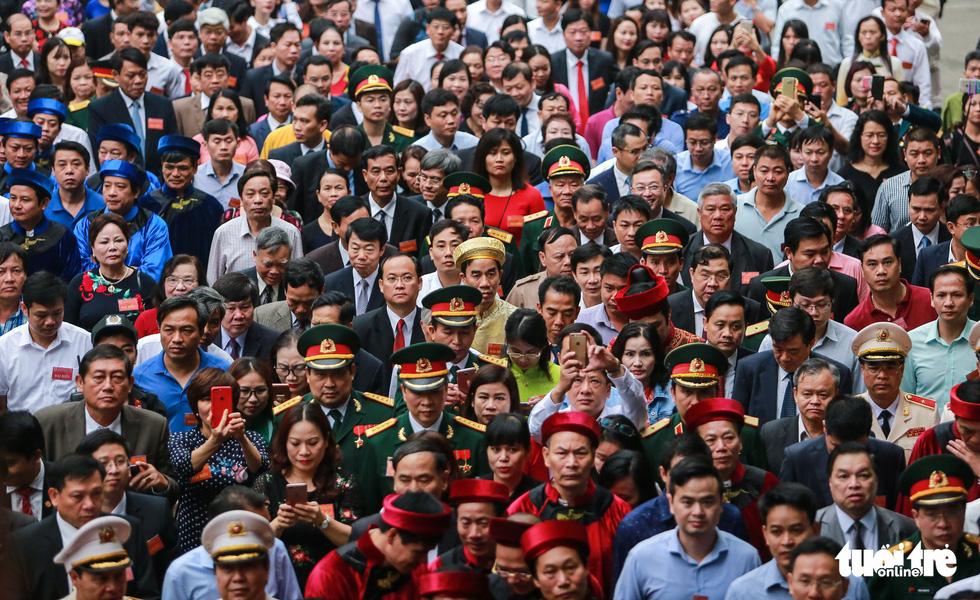 Thủ tướng cùng hàng vạn người dân dâng hương giỗ Tổ tại đền Hùng - Ảnh 6.