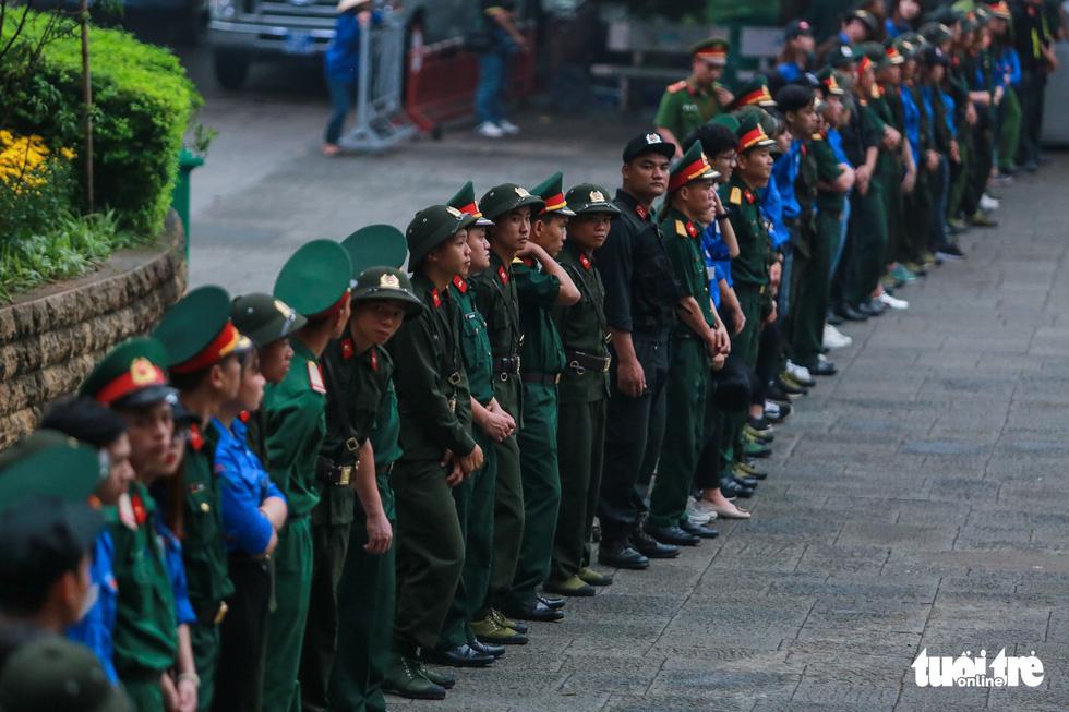 Thủ tướng cùng hàng vạn người dân dâng hương giỗ Tổ tại đền Hùng - Ảnh 7.