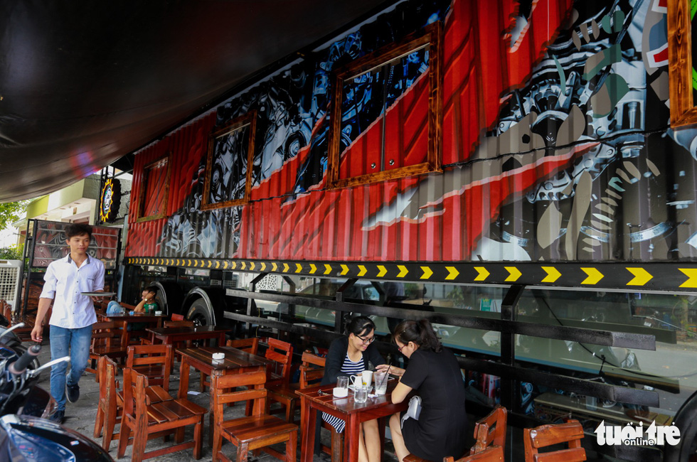 Quán cà phê trong xe container còn hạn đăng kiểm có một không hai tại Sài Gòn - Ảnh 4.
