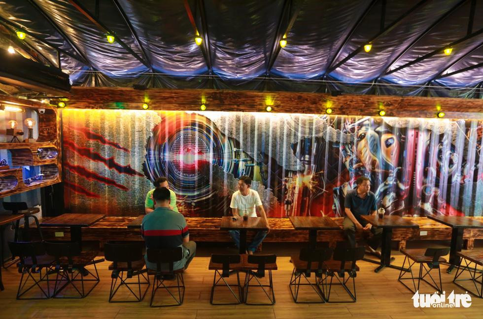 Quán cà phê trong xe container còn hạn đăng kiểm có một không hai tại Sài Gòn - Ảnh 9.