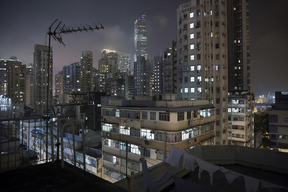 Cuộc sống trong những quan tài ở Hong Kong - Ảnh 14.