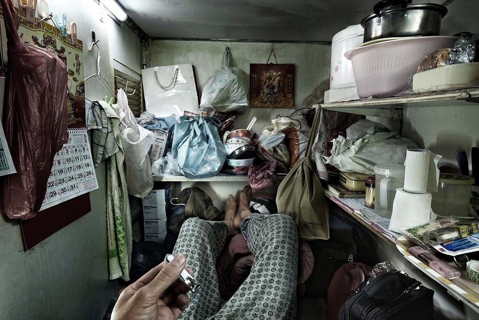 Cuộc sống trong những quan tài ở Hong Kong - Ảnh 6.