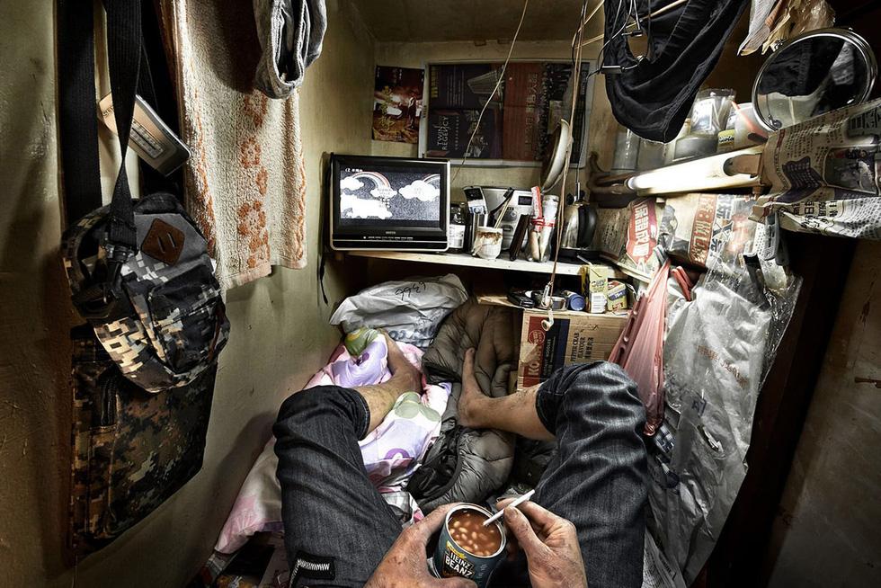 Cuộc sống trong những quan tài ở Hong Kong - Ảnh 8.