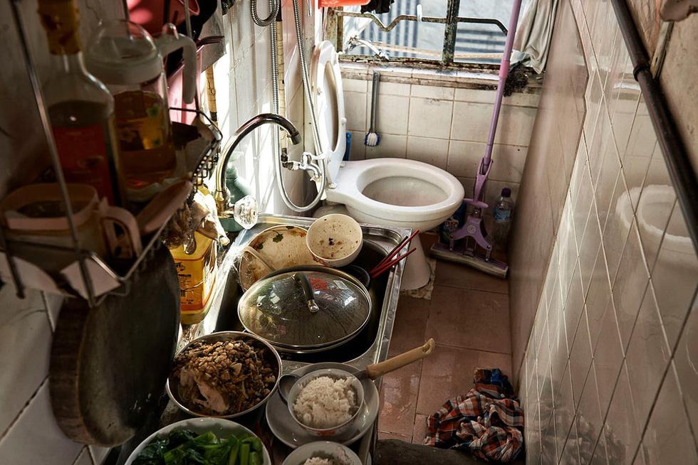 Cuộc sống trong những quan tài ở Hong Kong - Ảnh 11.