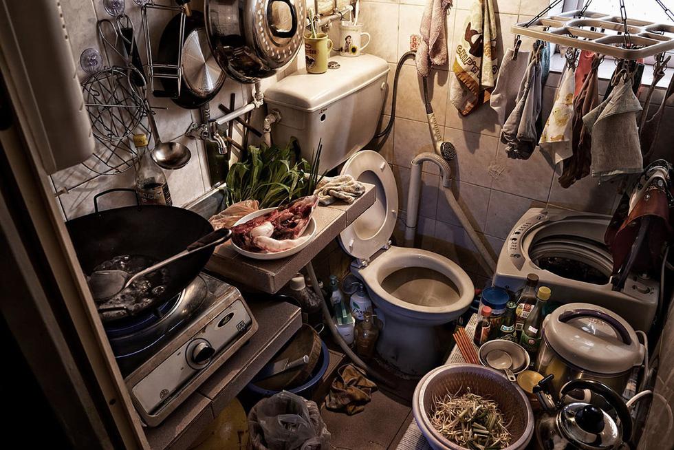 Cuộc sống trong những quan tài ở Hong Kong - Ảnh 12.
