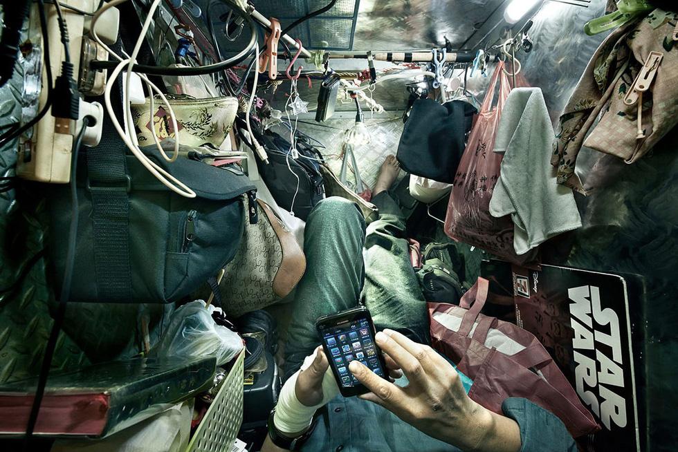 Cuộc sống trong những quan tài ở Hong Kong - Ảnh 5.