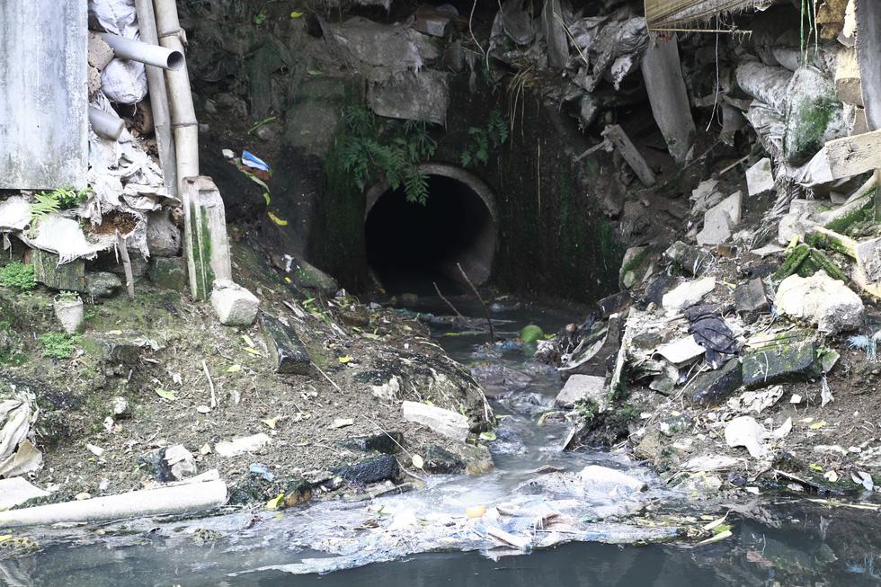 Dân sống khổ bên sông Cầu Đá đổi màu đen đặc - Ảnh 6.