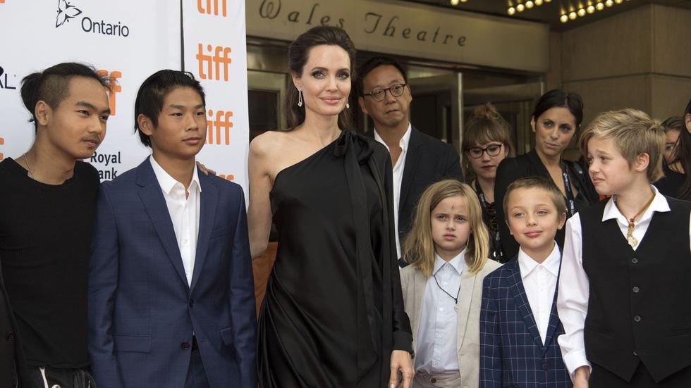 Brad Pitt và Angelina Jolie: 12 năm hội ngộ rồi chia ly... - Ảnh 25.