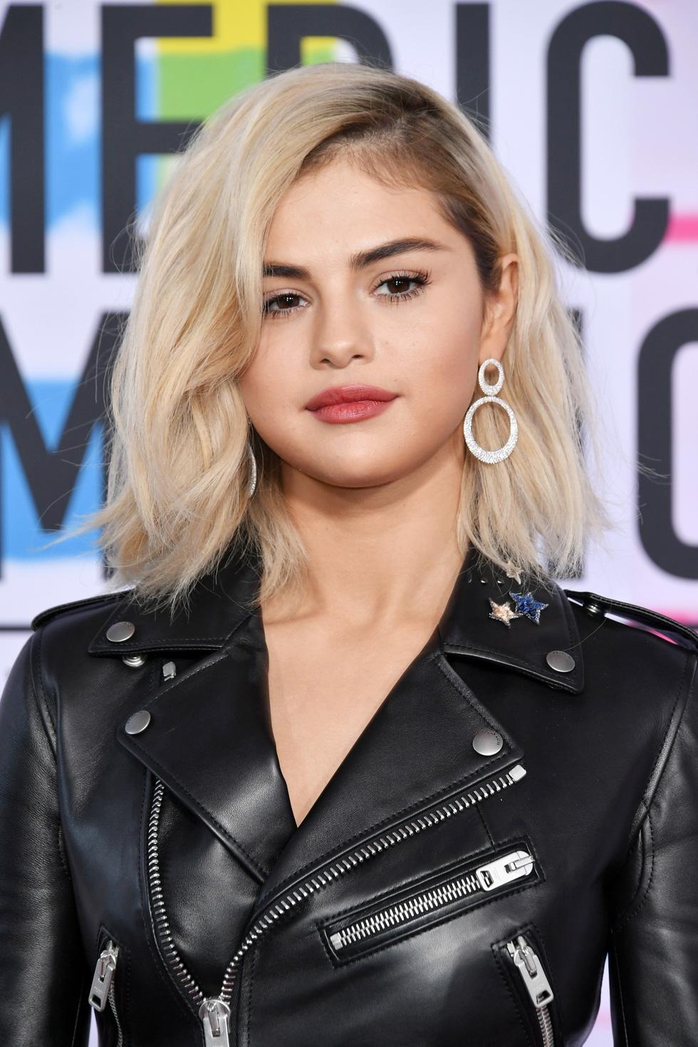 Selena Gomez và hình ảnh cô phù thủy trưởng thành tuổi 26 - Ảnh 11.