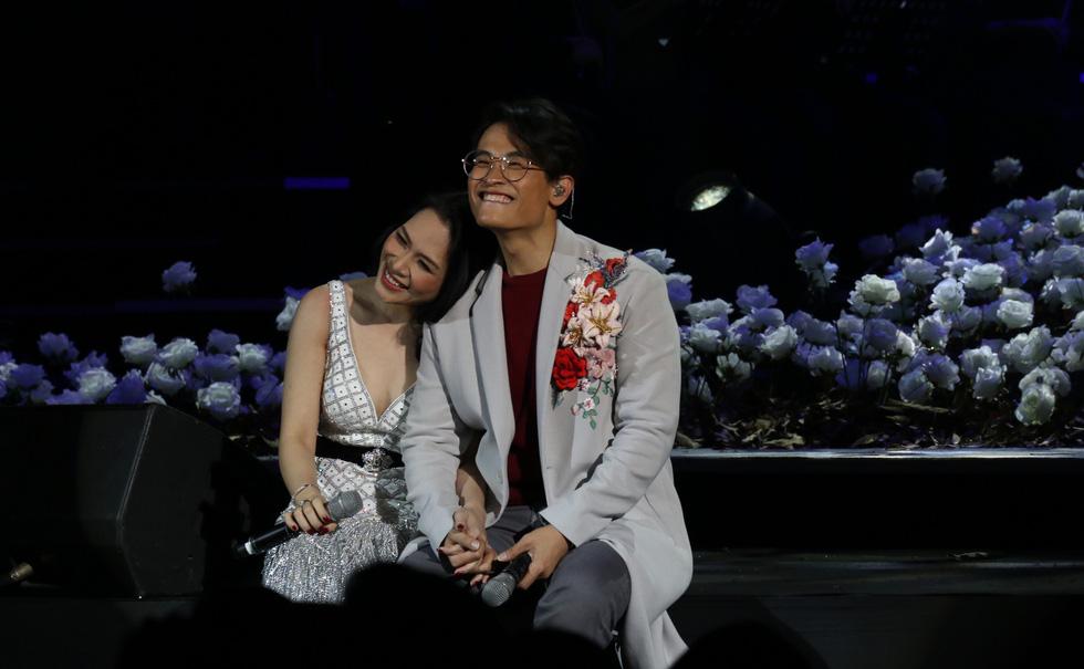 Đêm Romance và Hà Anh Tuấn lộn xộn thơm má Mỹ Tâm 4 lần - Ảnh 5.