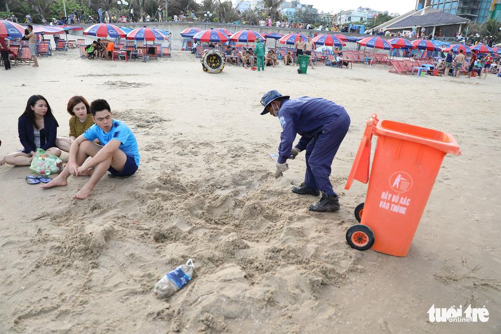 Bãi biển bẩn, do chúng ta đấy chứ - Ảnh 4.
