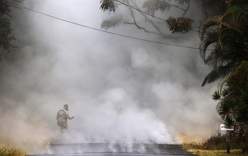 Thế giới trong tuần qua ảnh: Dung nham núi lửa cuồn cuộn như lũ trên quốc lộ ở Hawaii - Ảnh 2.