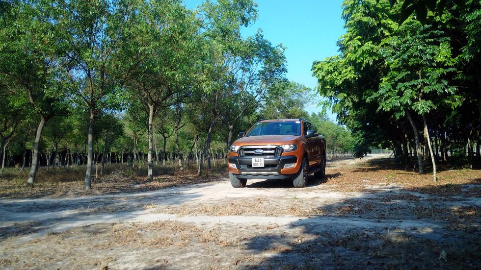 Đánh giá xe Ranger Wildtrak: Bán tải dạo phố, ổn không? - Ảnh 1.