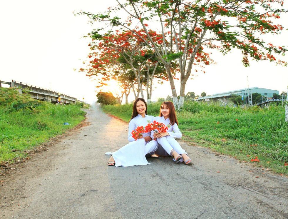 Con đường hoa phượng hút bạn trẻ ở Đồng Tháp - Ảnh 6.