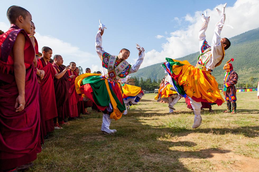 Bay thẳng đến đất nước hạnh phúc Bhutan - Ảnh 2.
