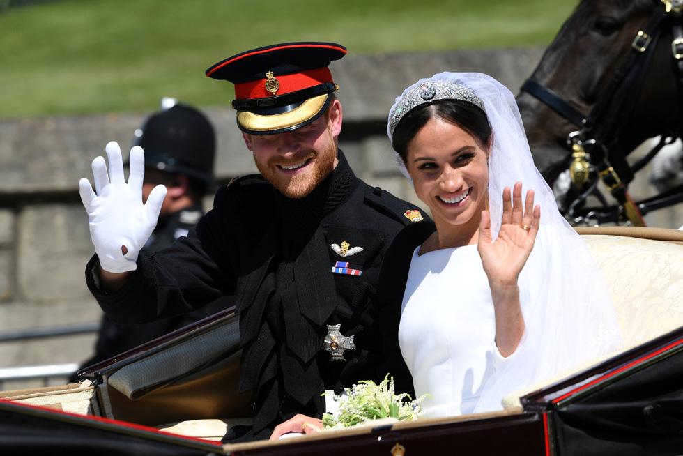 Chiếc váy cưới cho người bình thường trong hôn lễ hoàng gia Anh - Ảnh 15.