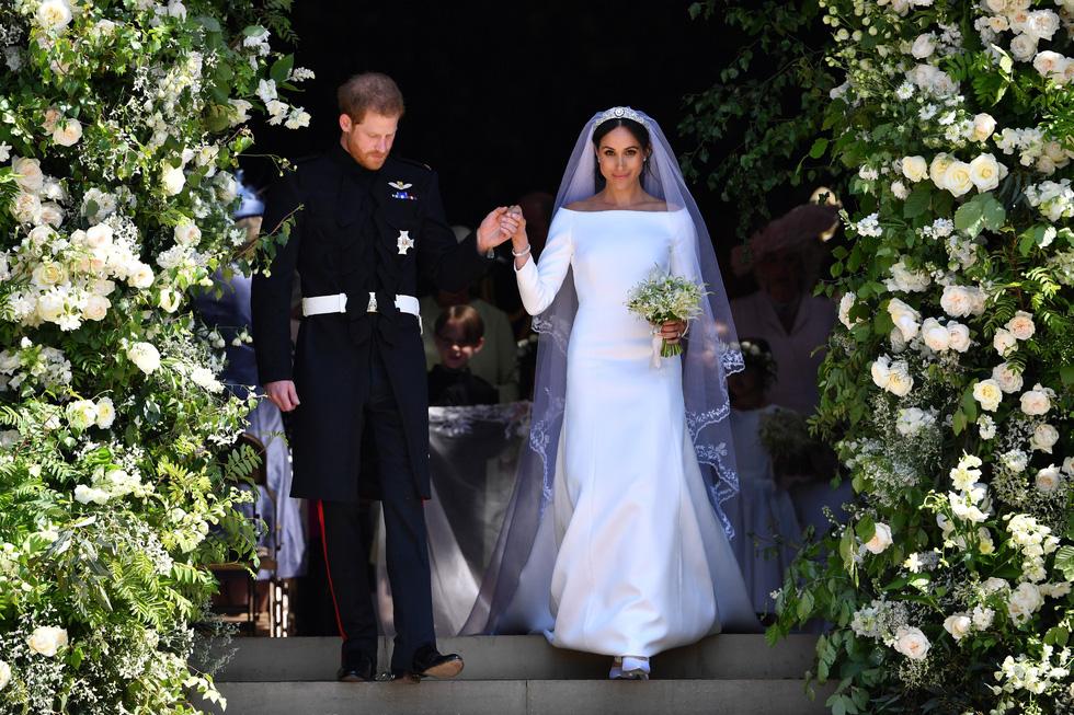 Chiếc váy cưới cho người bình thường trong hôn lễ hoàng gia Anh - Ảnh 12.