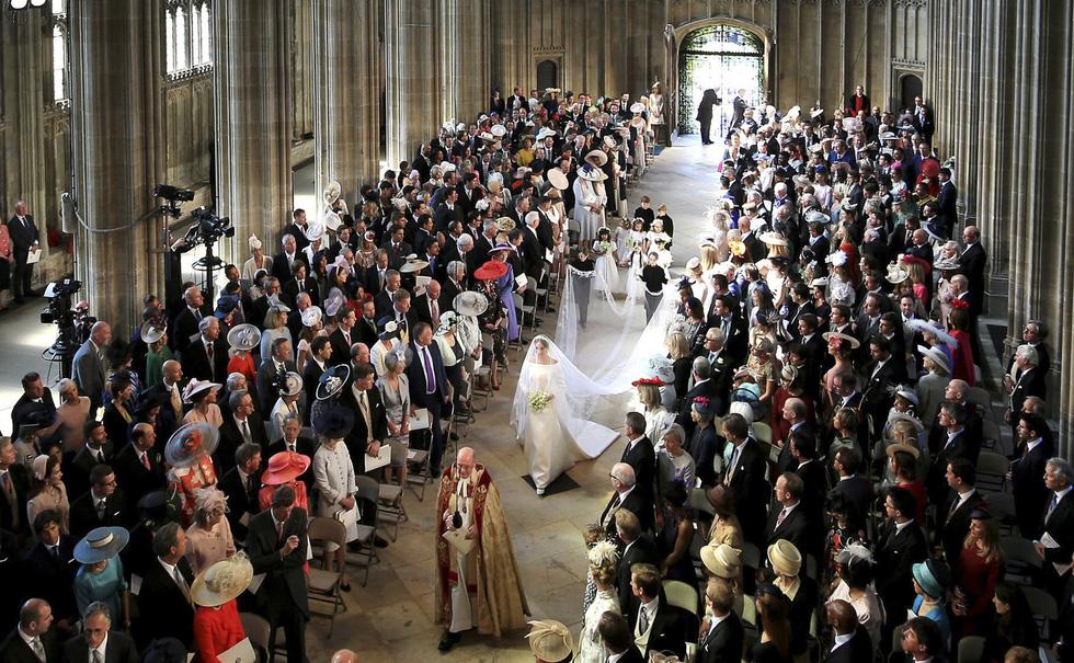 Chiếc váy cưới cho người bình thường trong hôn lễ hoàng gia Anh - Ảnh 4.