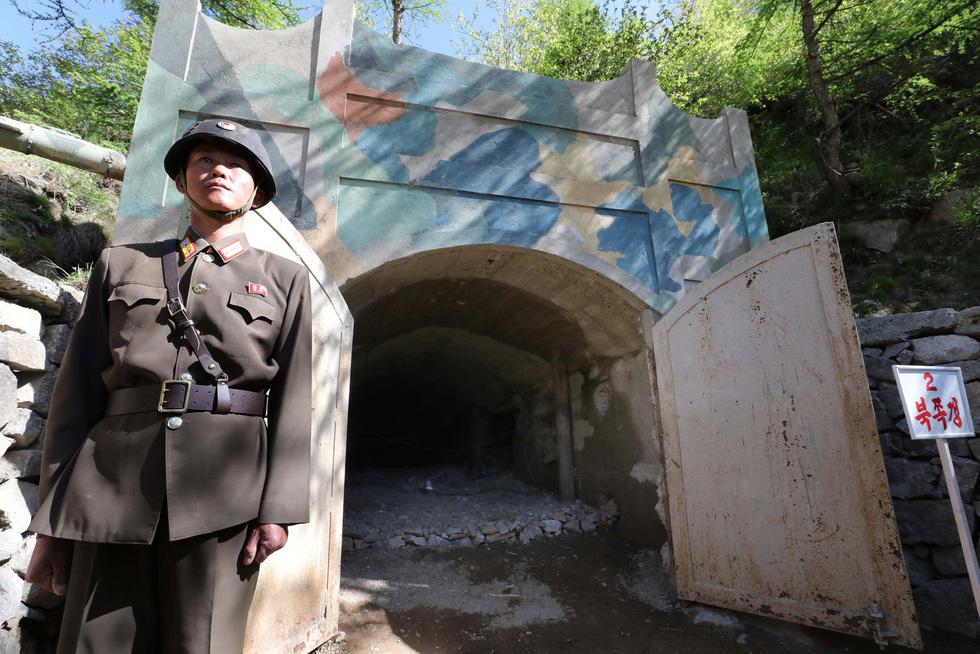 Cận cảnh phá bỏ bãi thử hạt nhân Punggye-ri của Triều Tiên - Ảnh 1.