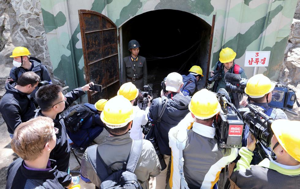 Cận cảnh phá bỏ bãi thử hạt nhân Punggye-ri của Triều Tiên - Ảnh 5.