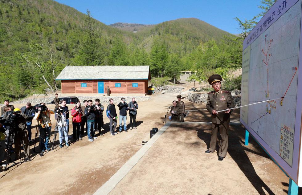 Cận cảnh phá bỏ bãi thử hạt nhân Punggye-ri của Triều Tiên - Ảnh 2.