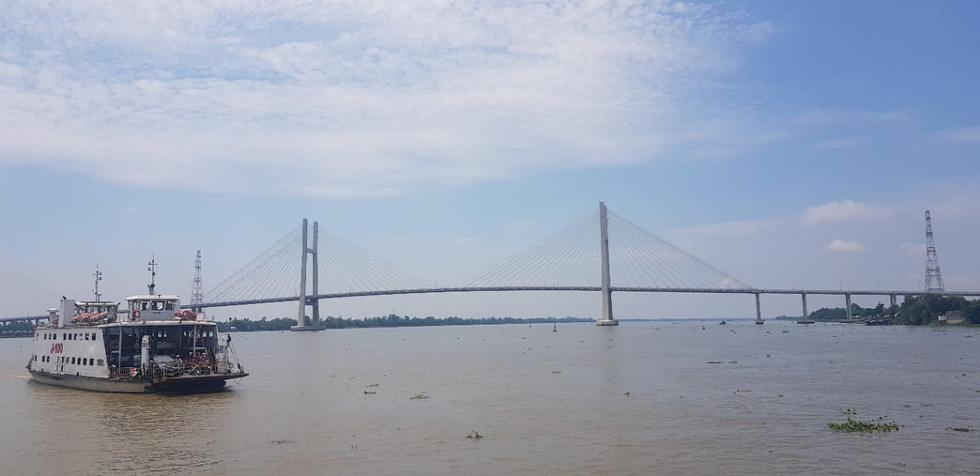 Dân Miền Tây rủ nhau lên cầu Cao Lãnh… chụp ảnh lưu niệm - Ảnh 11.