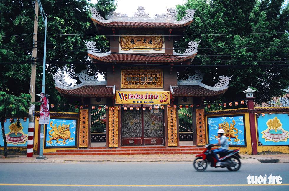 Mùa Phật Đản đi lễ chùa Một Cột tại Sài Gòn - Ảnh 1.