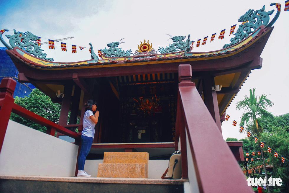 Mùa Phật Đản đi lễ chùa Một Cột tại Sài Gòn - Ảnh 6.