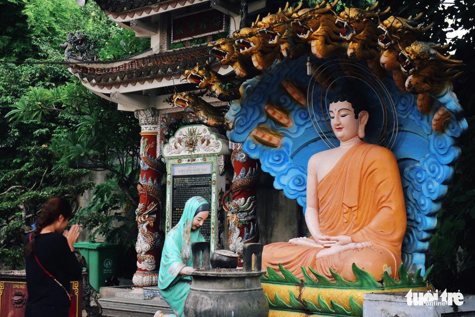 Mùa Phật Đản đi lễ chùa Một Cột tại Sài Gòn - Ảnh 12.