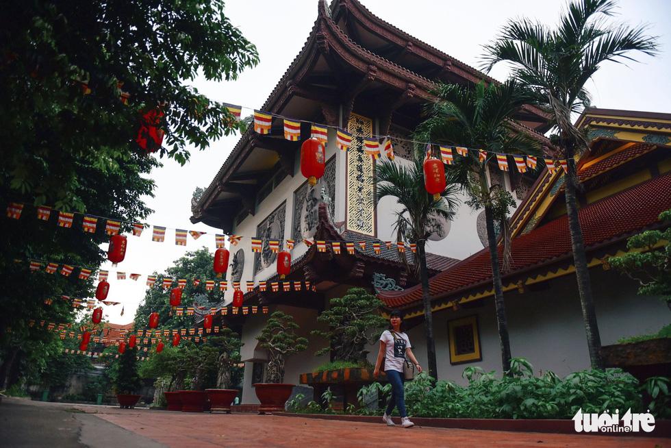 Mùa Phật Đản đi lễ chùa Một Cột tại Sài Gòn - Ảnh 13.