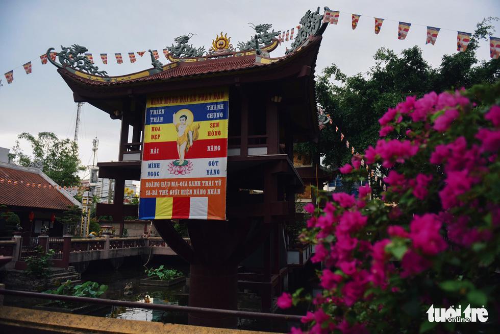Mùa Phật Đản đi lễ chùa Một Cột tại Sài Gòn - Ảnh 5.