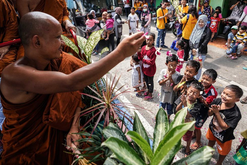 Đèn trời rực sáng thánh địa Phật giáo trong đại lễ Phật đản - Ảnh 10.