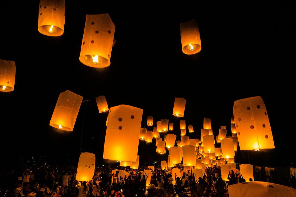 Đèn trời rực sáng thánh địa Phật giáo trong đại lễ Phật đản - Ảnh 2.