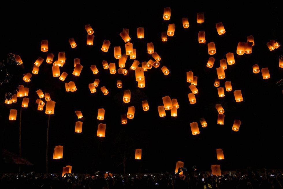 Đèn trời rực sáng thánh địa Phật giáo trong đại lễ Phật đản - Ảnh 3.