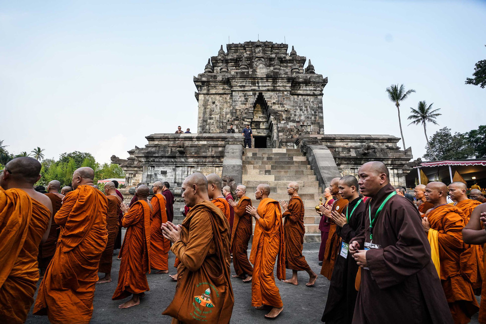 Đèn trời rực sáng thánh địa Phật giáo trong đại lễ Phật đản - Ảnh 6.