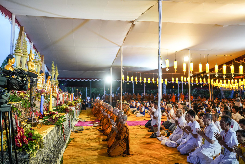 Đèn trời rực sáng thánh địa Phật giáo trong đại lễ Phật đản - Ảnh 7.